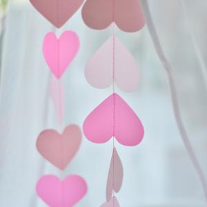 ροζ γιρλάντα με καρδούλες