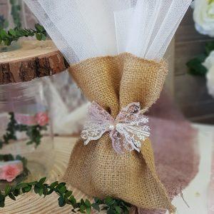 μπομπονιέρες γάμου vintage: πουγκί λινάτσας με δαντέλα
