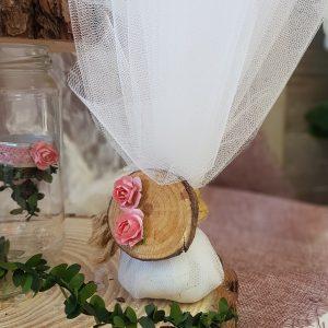 μπομπονιέρες γάμου vintage ιδέα για τούλινη μπομπονιέρα με ρομαντική με φέτα κορμού και λουλουδάκια