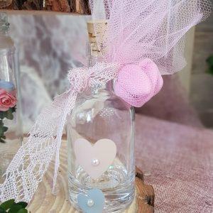 ρομαντική vintage μπομπονιέρα γάμου με γυάλινο μπουκαλάκι και δαντέλα