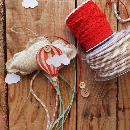 μπομπονιέρα κρεμαστί συννεφάκι και αερόστατο για βάπτιση αερόστατο