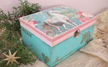 χριστουγεννιάτικες κατασκευές: ντεκουπάζ κουτί μονόκερος με vintage διάθεση