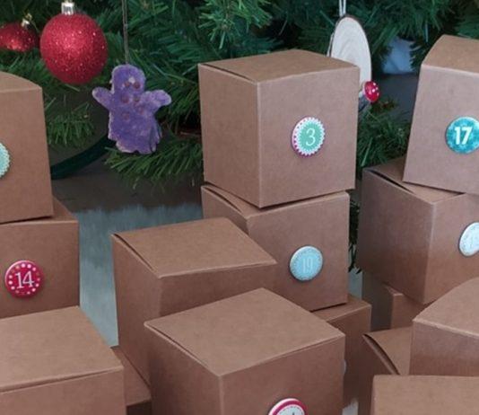χριστουγεννιάτικο ημερολόγιο αντίστροφης μέτρησης με κουτάκια